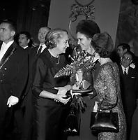 Le 5 Novembre 1966. Vue de Madame Kossyguine lors d'une réception à Toulouse.