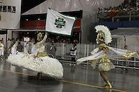 SAO PAULO, SP, 16.02.2015  CARNAVAL 2015  SÃO PAULO  GRUPO DE ACESSO / CAMISA VERDE E BRANCO  Integrantes da escola de samba Camisa Verde e Branco durante desfile do grupo de acesso do Carnaval de São Paulo, na madrugada desta segunda-feira, (16). (Foto: Marcos Moraes / Brazil Photo Press).