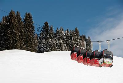 Oesterreich, Salzburger Land, Saalbach-Hinterglemm: beliebtes Skigebiet bei Zell am See, Skigondel   Austria, Salzburger Land, Saalbach-Hinterglemm: popular ski resort near Zell am See, ski lift
