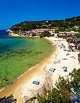 Italien, Toskana, Insel Elba, Blick auf den Golf und Strand von Biodola | Italy, Tuscany, Elba Island, Biodoly Bay and Beach