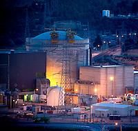 La Central nuclear de Ascó, dividida en 2 reactores, I y II, es una central nuclear situada en Ascó (Tarragona), en la margen derecha del río Ebro. Tiene dos reactores de 1032,5 MW uno, y 1027,2 MW el otro del tipo reactor de agua a presión (PWR). Su sistema de refrigeración consta de torres naturales y forzadas. (c)Pedro ARMESTRE