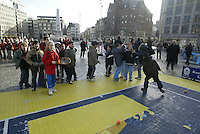 9-2-06, Netherlands, tennis, Amsterdam, Daviscup.Netherlands Russia, streettennis on the Dam square