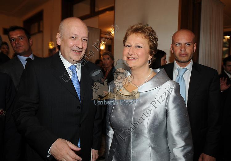 SANDRO BONDI CON LA MOGLIE MARIA GABRIELLA PODESTA'<br /> CELEBRAZIONE DEI 60 ANNI DELLO STATO D'ISRAELE TEATRO DELL'OPERA ROMA 2008
