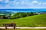Deutschland, Bayern, Chiemgau, bei Bernau: von der Seiseralm hat man einen fantastischen Blick ueber den Chiemsee | Germany, Bavaria, Chiemgau, near Bernau: Seiseralm with a great view across lake Chiemsee