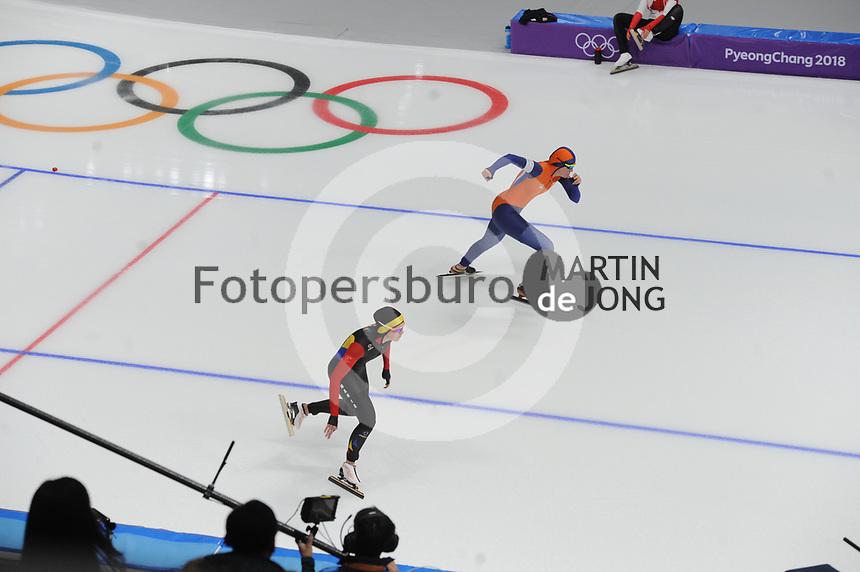 OLYMPIC GAMES: PYEONGCHANG: 18-02-2018, Gangneung Oval, Long Track, 500m Ladies, Alexandra Ianculescu (ROU), Lotte van Beek (NED), ©photo Martin de Jong