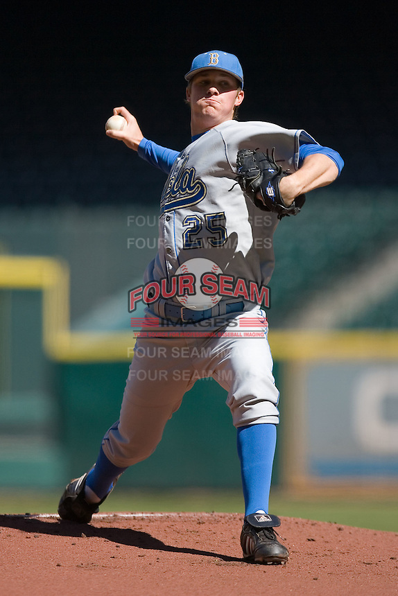 Starting pitcher Charles Brewer #25 of the UCLA Bruins in action versus the UC-Irvine Anteaters  in the 2009 Houston College Classic at Minute Maid Park March 1, 2009 in Houston, TX.  The Anteaters defeated the Bruins 7-4. (Photo by Brian Westerholt / Four Seam Images)