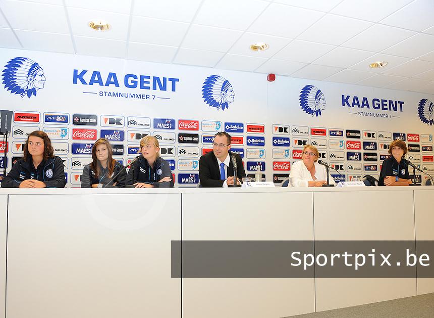 K AA Gent Ladies : Jimmy Segers (midden) , Dominique Reyns en Evelien Van Sinay (rechts)<br /> foto Dirk Vuylsteke / nikonpro.be