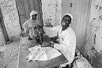 - Northern Sudan, tailor workshop in a village at Tombos area, along the Nilo<br /> <br /> - Sudan settentrionale, bottega artigiana in un villaggio nella zona di Tombos, lungo il Nilo