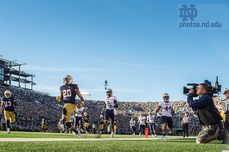 Oct. 10, 2015; Notre Dame Fighting Irish running back C.J. Prosise (20) runs for a touchdown in the third quarter against Navy at Notre Dame Stadium. Notre Dame won 41-24. (Photo by Matt Cashore)
