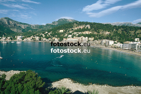 Hotels at the promenade of the Repic beach in Puerto de Sóller<br /> <br /> Hoteles en el paseo de la playa Repic en Puerto de Sóller (cat.: Port Soller) <br /> <br /> Hotels an der Promenade des Repic Strandes von Puerto de Sóller<br /> <br /> 3360 x 2240 px<br /> 150 dpi: 57,05 x 38,08 cm<br /> 300 dpi: 28,52 x 19,04 cm<br /> Original: 35 mm slide transparency