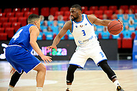 27-02-2021: Basketbal: Donar Groningen v Den Helder Suns: Groningen Donar speler Jarred Ogungbemi-Jackson met Den Helder speler Nino Gorissen