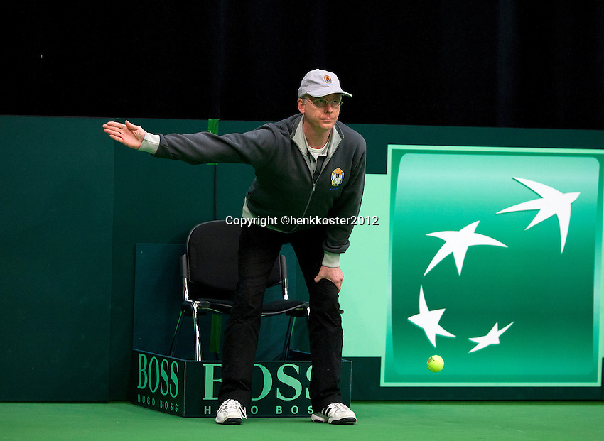 10-02-12, Netherlands,Tennis, Den Bosch, Daviscup Netherlands-Finland, Frits Umpire