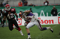 Adam Herzing (Wide Receiver Frankfurt Galaxy) gegen Josh Dean (Linebacker Cologne Centurions)