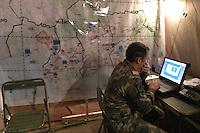 - Eurocorps, European multinational army corps,  Spanish officier in the field command post....- Eurocorps, corpo militare multinazionale europeo,..ufficiale spagnolo all'interno del posto di comando campale..