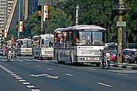 Transporte de torcedores de futebol na Avenida Paulista, São Paulo. 2004. Foto de Juca Martins.