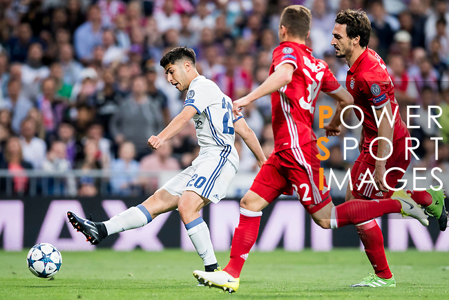 Marco Asensio Willemsen (l) of Real Madrid in action during their 2016-17 UEFA Champions League Quarter-finals second leg match between Real Madrid and FC Bayern Munich at the Estadio Santiago Bernabeu on 18 April 2017 in Madrid, Spain. Photo by Diego Gonzalez Souto / Power Sport Images