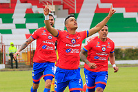 IPIALES - COLOMBIA, 29-08-2019: Kevin Rendon del Pasto celebra después de anotar el tercer gol de su equipo partido por los cuartos de final de la Copa Águila 2019 entre Deportivo Pasto y Deportivo Pereira jugado en el estadio Estadio Municipal de Ipiales. / Kevin Rendon of Pasto celebrates after scoring the third goal of his team during match for the quaterfinals of the Aguila Cup 2019 between Deportivo Pasto and Deportivo Pereira played at Municipal stadium of Ipiales. Photo: VizzorImage / Leonardo Castro / Cont