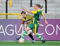 Lierse SK - ADO Den Haag : Sheila van den Bulk aan de bal voor Lien Mermans.foto DAVID CATRY / Nikonpro.be