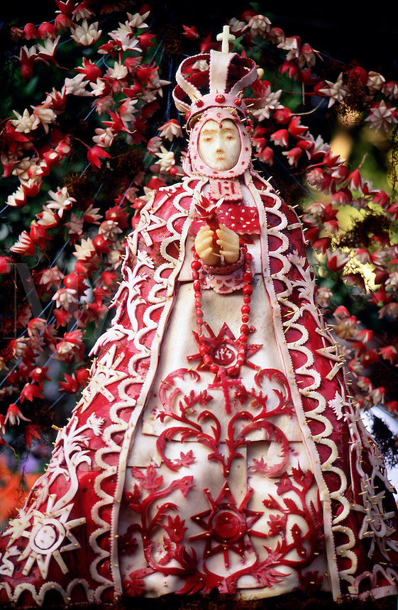 La Noche de Rabanos, carved radish sculpture of the Virgin Mary in a glorious robe and crown. #7179. Oaxaca, Mexico.