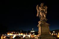 Roma 22/8/2004 <br /> Ponte Sant'Angelo e San Pietro sullo sfondo. Foto Andrea Staccioli Insidefoto