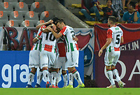 MEDELLIN - COLOMBIA, 12-02-2019: Luis Jimenez de Palestino de Chile celebra con sus compañeros después de anotar el primer gol de su equipo a Independiente Medellín de Colombia durante partido por la segunda fase, Key 4, de la Copa CONMEBOL Libertadores 2019 jugado en el estadio Atanasio Girardot de la ciudad de Medellín. / Luis Jimenez of Palestino of Chile celebrates wirh his teammates after scoring the first goal of his team to Independiente Medellin de Colombia during the match for the second phase, Key 4, of the Copa CONMEBOL Libertadores 2019 played at Atanasio Girardot stadium in Medellin city . Photo: VizzorImage / Leon Monsalve / Cont