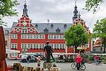 Germany, Free State of Thuringia, Arnstadt: market square and townhall | Deutschland, Freistaat Thueringen, Arnstadt (auch Bachstadt Arnstadt bezeichnet): Marktplatz und Rathaus