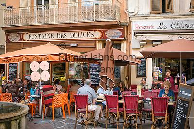 France, Provence-Alpes-Côte d'Azur, Antibes: restaurants und cafés in old town   Frankreich, Provence-Alpes-Côte d'Azur, Antibes: Restaurants und Cafés in der Altstadt