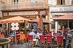 France, Provence-Alpes-Côte d'Azur, Antibes: restaurants und cafés in old town | Frankreich, Provence-Alpes-Côte d'Azur, Antibes: Restaurants und Cafés in der Altstadt