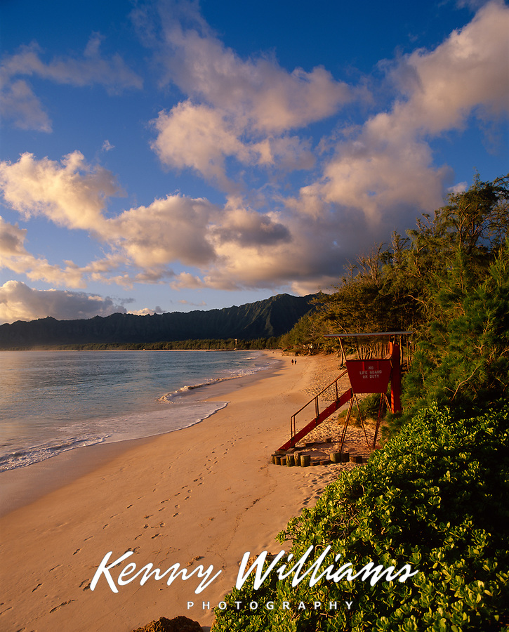 Lifeguard Tower, Bellows Beach, Oahu, Hawaii, USA.