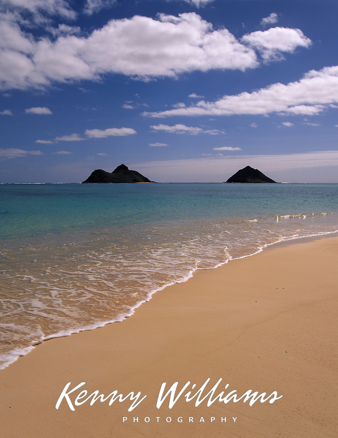 Lanikai Beach and Mokulua Islands, Oahu, Hawaii, USA.