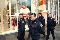 - Carabinieri police in anti-terrorism security service in Milan downtown....- Carabinieri in servizio di sicurezza antiterrorismo nel centro di Milano