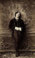 New York, ca. 1882. - Oscar Wilde by Napoleon Sarony,