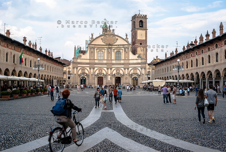 Vigevano (Pavia), piazza Ducale. Il Duomo, la cattedrale di Sant'Ambrogio --- Vigevano (Pavia), Ducale square. The cathedral of St. Ambrose
