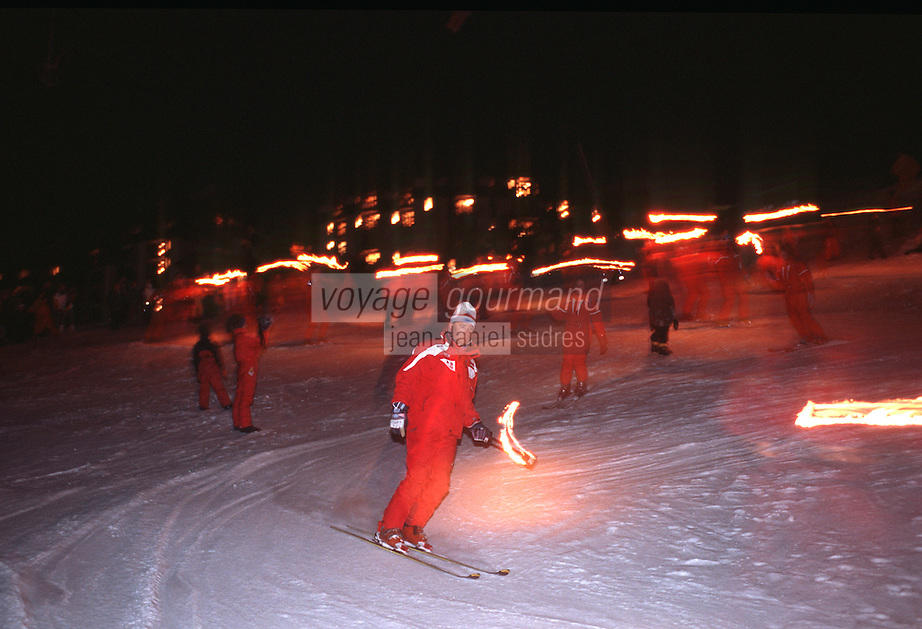 Europe/France/Rhône-Alpes/73/Savoie/Vallée de Belleville/les Menuires: Descente au Flambeau à ski et feux d'artifices