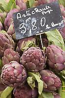 Europe/France/Provence-Alpes-Côte d'Azur/Alpes-Maritimes/Cannes: Marché Forville: Artichauts  violet de provence //  //    Europe, France, Provence-Alpes-Côte d'Azur, Alpes-Maritimes, Cannes:  Forville market , Artichoke
