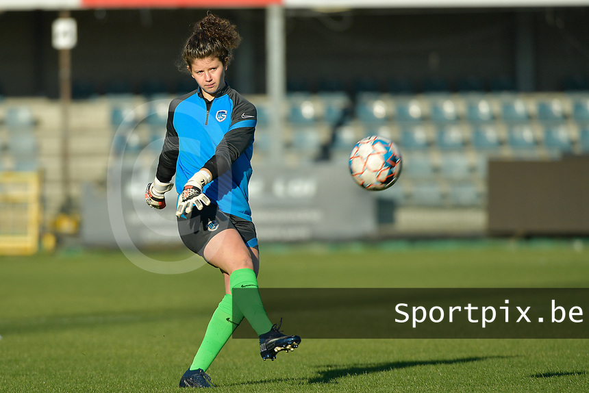 Genk's goalkeeper Maren van Wijngaarden  pictured during a female soccer game between Eendracht Aalst and Racing Genk on the fifth matchday of the 2020 - 2021 season of Belgian Scooore Womens Super League , Saturday 28 th of November 2020  in Aalst , Belgium . PHOTO SPORTPIX.BE | SPP | DIRK VUYLSTEKE