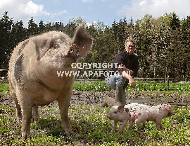 29-04-2015 - Hall - Foto Ruben Meijerink / APA FOTO<br /> Portret Ron Gelderman, varkensboer van scharrelvarkens.