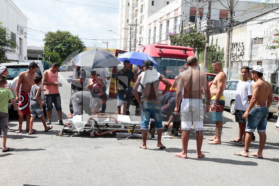 SÃO PAULO, SP,20.02.2016 -  ACIDENTE-SP - Ciclista foi atropelado na Rua Cipriano Barata no bairro do Ipiranga zona sul da cidade São Paulo e encaminhado para hospital da região neste sábado. (Foto: Carlos Pessuto/Brazil Photo Press)