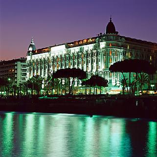 France, Côte d'Azur, Cannes: Carlton Hotel at Night   Frankreich, Côte d'Azur, Cannes: Carlton Hotel am Abend