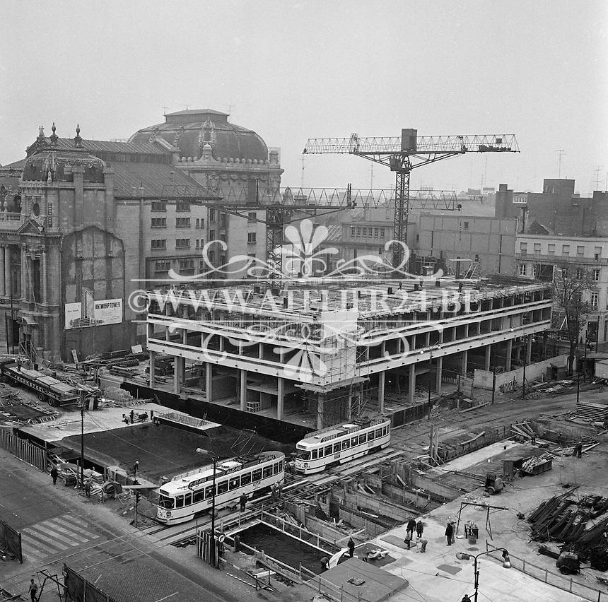 Oktober 1971. Bouw premetro in Antwerpen. Bouw aan de Keyserlei naast de opera.