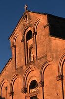 France/2B/Haute Corse/Nebbio/Saint-Florent: Cathédrale du Nebbio , Santa Maria Assunta détail de la facade dans la lumière du soir