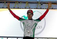 COLOMBIA. 16-08-2014. Aldemar Reyes ciclista líder de la Sub 23 después de terminar la contrarreloj individual nocturna de 17.5 Km en la penúltima etapa de la Vuelta a Colombia 2014 en bicicleta que se cumple entre el 6 y el 17 de agosto de 2014. / Aldemar Reyes cyclist Sub 23 leader after the night individual time trial of 17.5 Km in the penultimate stage of the Tour of Colombia 2014 in bike holds between 6 and 17 of August 2014. Photo:  VizzorImage/ José Miguel Palencia / Str