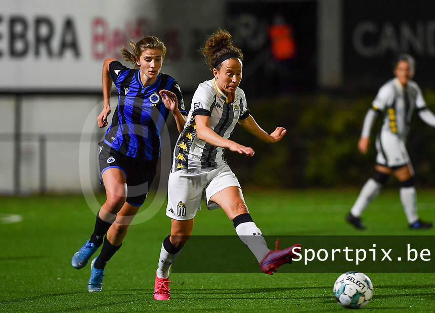 midfielder Ines Dhaou of Sporting Charleroi pictured in a duel with Brugge's Marie Minnaert during a female soccer game between Sporting Charleroi and Club Brugge YLA on the fourth matchday of the 2020 - 2021 season of Belgian Scooore Womens Super League , friday 9 nd of October 2020  in Marcinelle , Belgium . PHOTO SPORTPIX.BE | SPP | DAVID CATRY