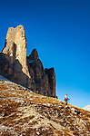 Italien, Venetien, Dolomiten, oberhalb Lago d'Antorno: wandern auf dem Drei Zinnen Rundweg  | Italy, Veneto, Dolomites, above Lago d'Antorno:  hiking around Tre Cime mountains