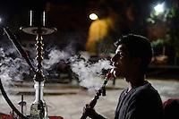 TURKEY Sanliurfa, young shisha smoker in Cafe / TUERKEI, Sanliurfa, Jugendlicher raucht Wasserpfeife