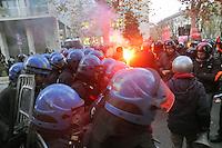 - Milano, tafferugli durante una manifestazione di protesta contro la presenza del premier Mario Monti all'università Bocconi<br /> <br /> - Milan, riots during a protest against the presence of Prime Minister Mario Monti in Bocconi University