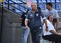 MONTERIA - COLOMBIA, 11-08-2019: Oscar Upegui técnico de Jaguares gesticula durante el partido por la fecha 5 de la Liga Águila II 2019 entre Jaguares de Córdoba F.C. y Deportivo Pasto jugado en el estadio Jaraguay de la ciudad de Montería. / Oscar Upegui coach of Jaguares gestures during match for the date 5 as part Aguila League II 2019 between Jaguares de Cordoba F.C. and Deportivo Pasto played at Jaraguay stadium in Monteria city. Photo: VizzorImage / Andres Rios / Cont