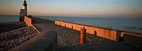 Europe/France/Normandie/Haute-Normandie/76/Seine-Maritime/Le Tréport: Le phare au soleil couchant