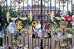 PRINCESS DIANA FLORAL TRIBUTES OUTSIDE KENSINGTON PALACE, 1997