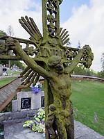Grabkreuz, griechisch-katholisch Holzkirche St. Nikolaus 1658 in Bodruzal, Presovsky kraj, Slowakei, Europa<br /> grave cross in Bodruzal, Presovsky kraj, Slovakia, Europe